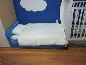 Upholstered toddler bed tutorial | sweet & crunchy